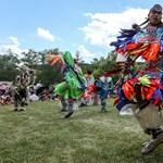 A városi indiánok nem történelmi figurák – a Sehonnai írójával beszélgettünk