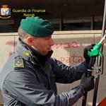 Videó: Távirányítós csalással verte át az autósokat két nápolyi benzinkutas