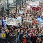 Odacsapnak a politikusoknak a cseh egyetemisták, félórás sztrájkot hirdettek