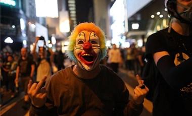 Könnygázzal ünnepelték a Halloweent Hongkongban