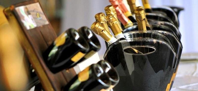Alakformálónak sem utolsó a pezsgő