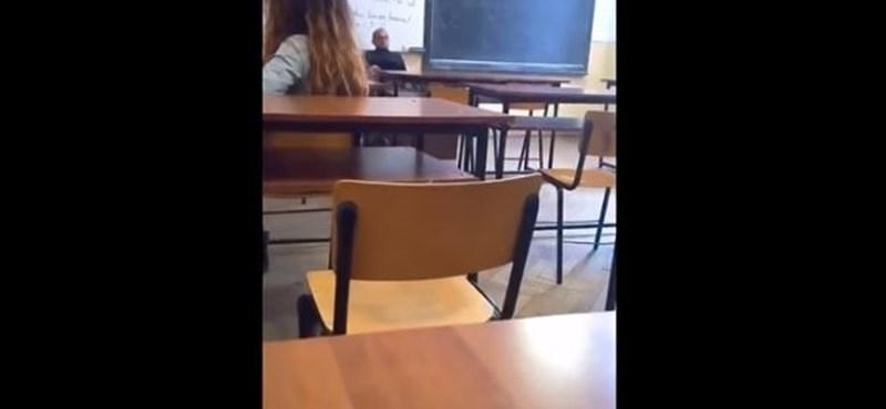 Videó buktatta le a diáklányok előtt maszturbáló román vallástanárt