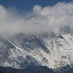 Sátrával együtt fújta el a szél, meghalt egy mászó a Himaláján