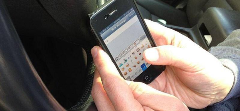 Szigor: még azt is büntetik, ha félreállt autóban mobiloznak