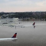 Megdöbbentő kép került fel a netre a Houston hurrikán sújtotta repteréről – kár, hogy kamu