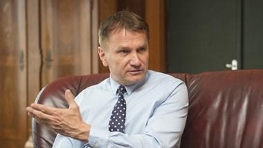 Sugárterápiába fektet a volt egészségügyi államtitkár