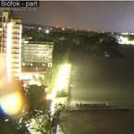 Elképesztő villámokat filmeztek le a Balatonnál éjjel – videók