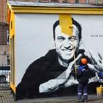Pár óra után el is tüntette a rendőrség a szentpétervári Navalnij-graffitit