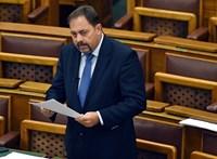 A kazános videó miatt Pócs lemondatását követelik Orbántól