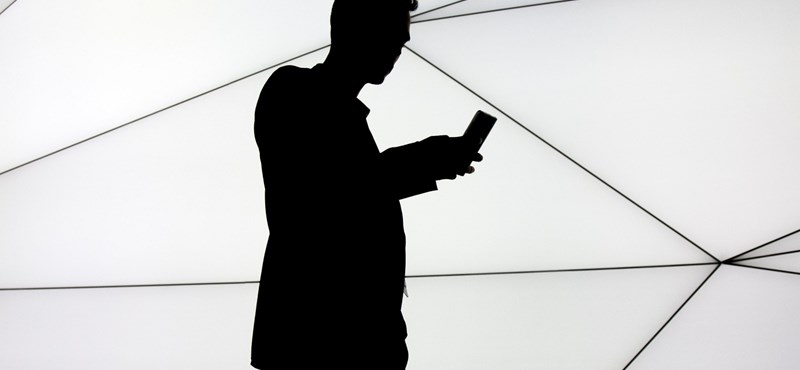 Az Android atyja tényleg egy új mobillal tér vissza, mutatott is belőle egy részletet