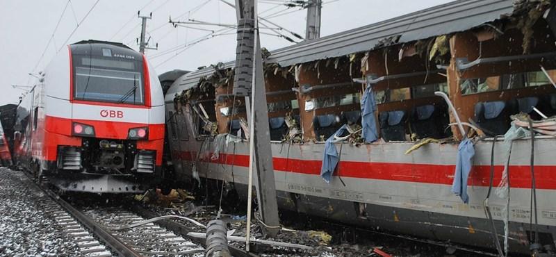 Durva vonatbaleset Ausztriában: egy ember meghalt, akár 20 sérült is lehet