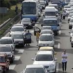 Elegük lett a szerbiai autósoknak, több helyen megbénították az utakat
