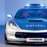 Jól áll a Corvette-nek a rendőregyenruha