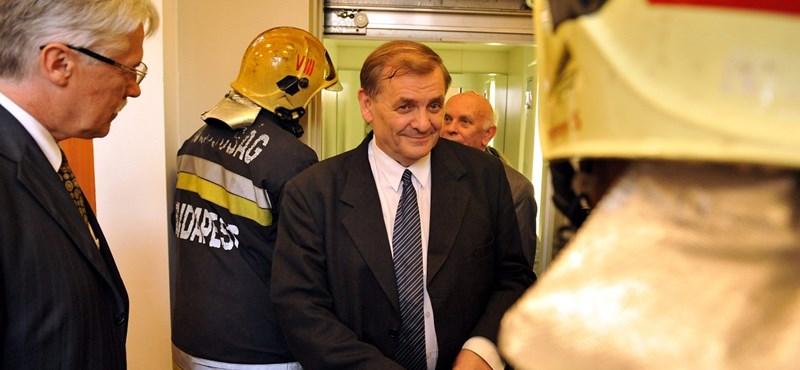 21 millió forintot adott Kásler Miklós Lezsák Sándor alapítványának