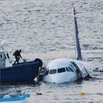 A Hudson folyóba zuhant egy repülőgép - megdöbbentő videók