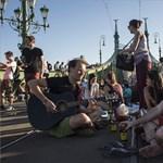 Ott piknikeztek Budapesten, ahol máskor villamosok dübörögnek – fotók