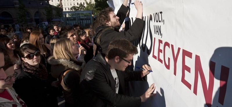 """""""Corvinus volt, van, legyen"""": aláírásgyűjtéssel tiltakoznak az egyetem bezárása ellen"""