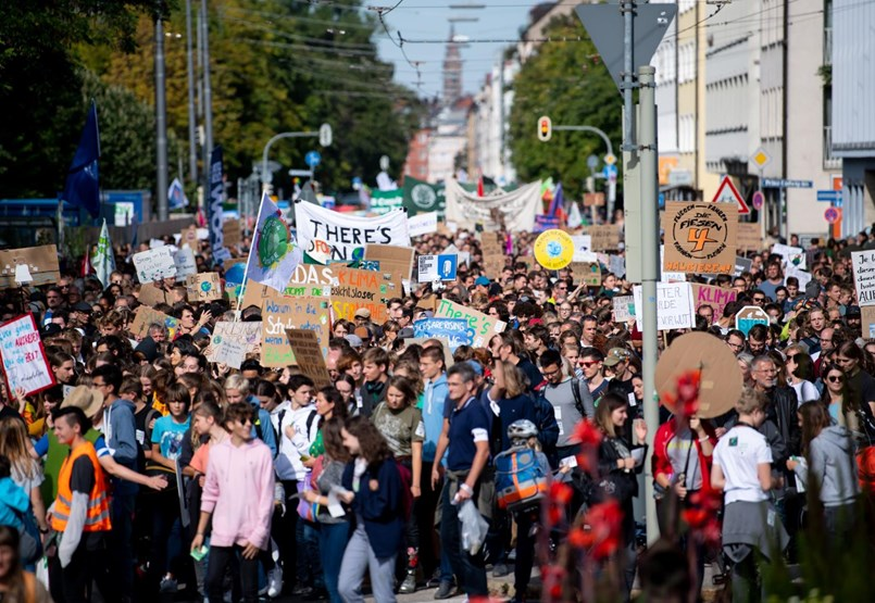 """""""Hány embernek kell még meghalnia?"""" Milliók tüntettek a klímaváltozás miatt"""