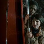 Ettől Spielberg, Carpenter és Stephen King egymás vállán sír a gyönyörtől