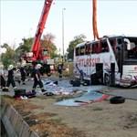 Román turistabuszt ért baleset Szeged mellett
