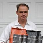 Zseniális magyar találmány! Hamarosan gyártják a napelemes tetőcserepet