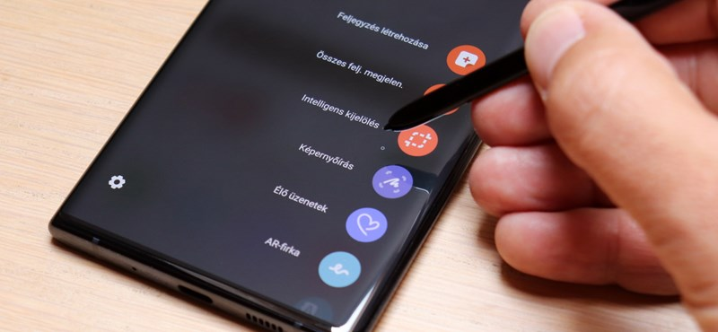 Alighogy elkezdődött 2020, a Samsung máris bemutatott két új mobilt