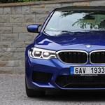 Szoftverfrissítés miatt kell szervizbe menni, de nem egy kütyüvel, hanem az új BMW M5-tel