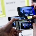 Tudósok állítják: az emlékeit és a személyiségét is torzíthatja, ha sokat fotóz a telefonjával