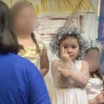 Húsz percen keresztül mutatott be a nézőknek egy kislány betlehemezés közben