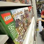 Harapós kígyóval rázza le riválisait a Lego