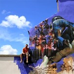 Street art percek: festékbe forgatott tehenek (videó)