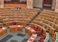 A Fidesz el sem ment, így határozatképtelen lett a parlamenti ülés, ahol a klímaválságról vitáztak volna
