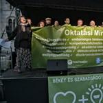 Iskolai békéért tüntettek a Kossuth téren, kidolgozták az oktatási minimumot