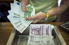 Beragadt 365-re a forint