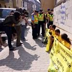 Galéria: Óbuda lebontja a Greenpeace-falat, de nem tesz feljelentést