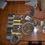 Kisebb fegyverarzenált foglaltak le két ceredi férfitől, a TEK is kiszállt – videó, fotó