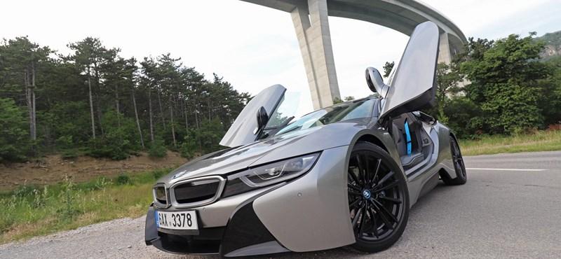 Nyitott tetős i8 és 600 lóerős M5 – teszteltük a végletek BMW-it