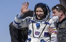 Földet ért a Szojuz űrhajó három asztronautája - fotók