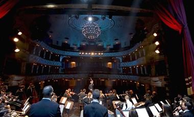 Karácsonyi zenés videót készített a Vígszínház