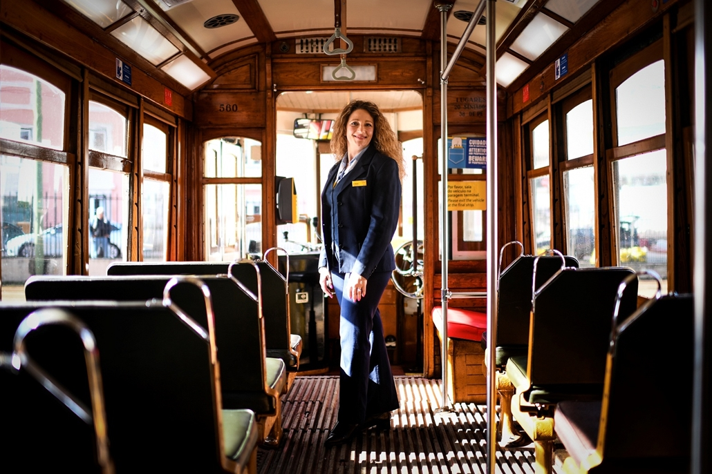 afp.18.02. - AFP Nőnap - Ana Cristina 44 éves liszaboni villamosvezető. 20 éve vezet vilamost a portugál fővárosban