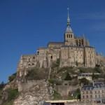A francia rendőrök kiürítették Mont Saint-Michel szigetét