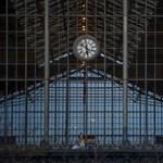 Akadálymentesítés: a MÁV inkább befalazta a 20 éve nem működő liftet a Nyugatinál