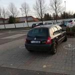 Milyen erők mozgatják azokat az autósokat, aki így parkolnak? – fotók