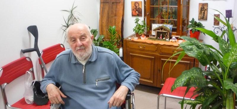 A szegedi pap, aki a luxusotthon helyett a hajléktalanok közé vonult vissza