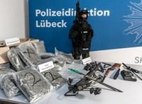 Felfegyverzett neonácikat kaptak el Németországban