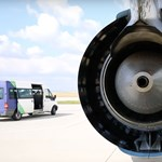 Különleges repülőgép szállt le Budapesten – videó