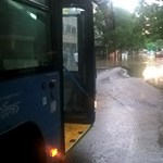 Cserben hagyta a taxis az óvodai évzáróról hazafelé tartó anyukát és gyerekét a viharban