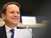 Várhelyi: Most nem vennék fel Magyarországot az EU-ba