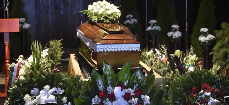 Eltemették Barsiné Pataky Etelkát
