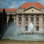 Nem lehetett fotózni a debreceni egyetem diplomaosztóján, amelyen Mészáros Lőrinc is ott volt
